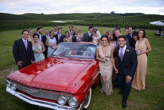 carro vermelho no casamento