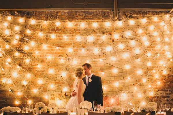 00ad72924edd185e2a8aad020d22f373 10 formas de iluminar seu casamento com luzinhas