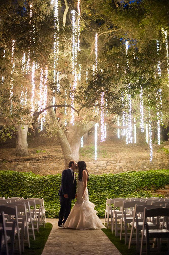0d912b1ae3b4481d0ef10f1f325b8b90 10 formas de iluminar seu casamento com luzinhas