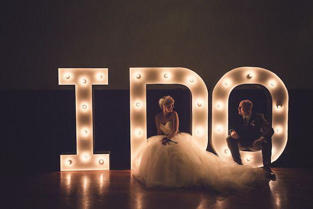 53b12cbf83e4a71a53b5383237ed81f5 10 formas de iluminar seu casamento com luzinhas