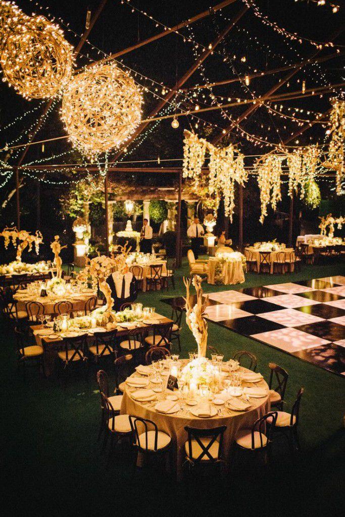 c528630aa3c7beede7d3aa259facd310-683x1024 10 formas de iluminar seu casamento com luzinhas