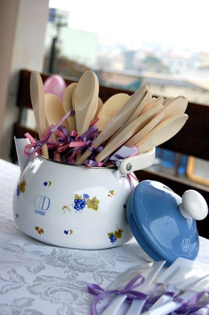 colher-de-pau Lembrancinha de Chá de Panela: escolhas que encantam os convidados!