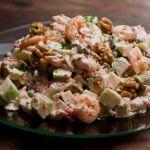 {Receita} Salada de camarão e kani com maçã, cenoura, ervilha e nozes