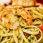 Linguini com camarão e abobrinha