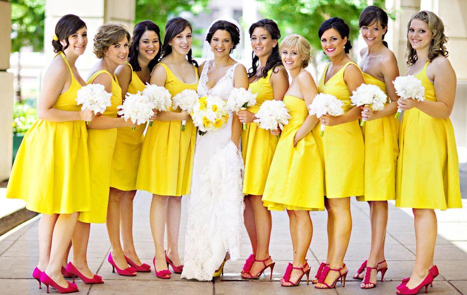 Vestidos-de-madrinha-de-casamento-da-mesma-cor-tom-amarelo Madrinhas: funções, deveres e prazeres!