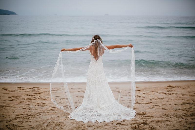 Vestido-de-noiva-estilo-boho-chic-Casamento-na-Praia1