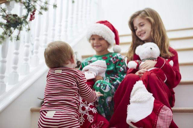 Crianças esperando o Natal