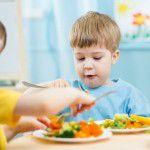 Alimentando os pequenos: dicas para facilitar a hora das refeições