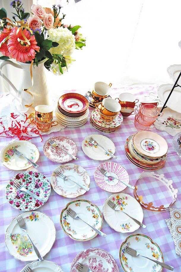 Pratos diferentes compostos: quando você já tiver um quantidade de pratos diferentes, pode colocar a mesa deles compostos!