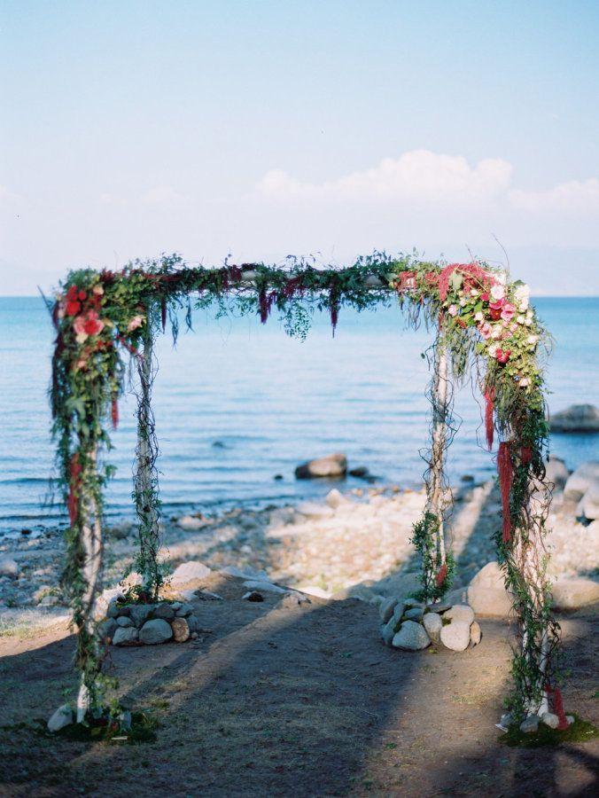 56c39d100c064x900 As flores em cerimônias na praia!