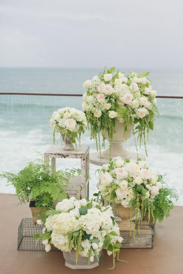 onelove-photography As flores em cerimônias na praia!