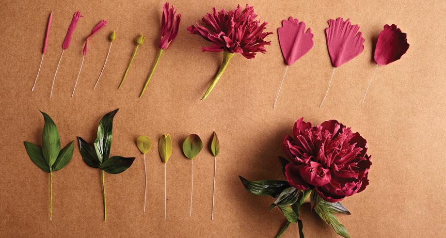 O processo de criação das flores de açúcar.