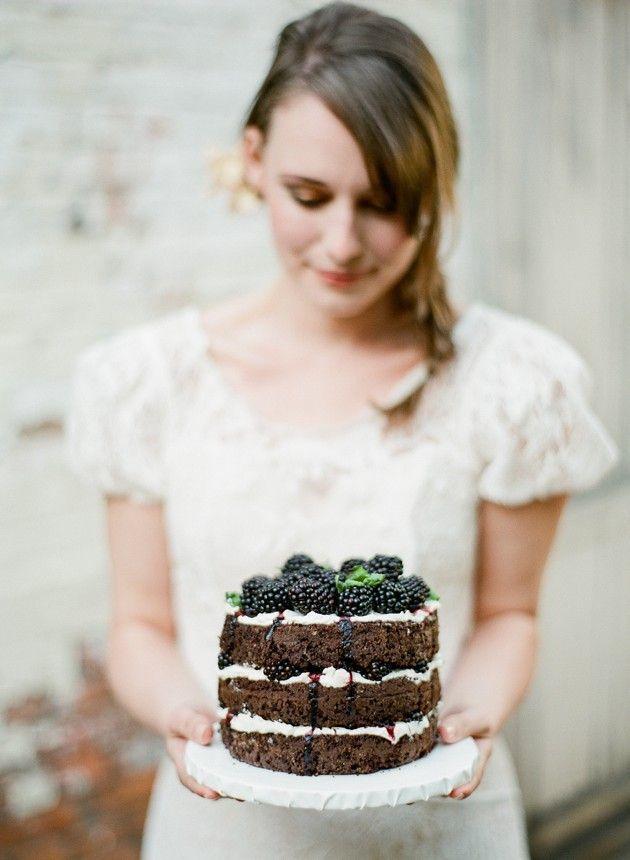 How-To-Bake-Your-Own-Wedding-Cake-Bridal-Musings-Wedding-Blog-13 Dicas para você mesma fazer o bolo do seu casamento!
