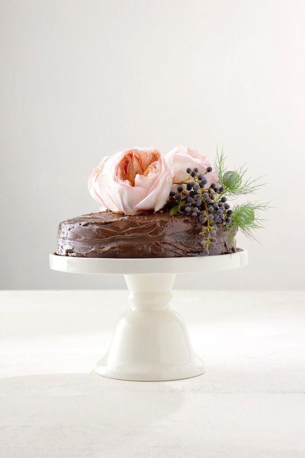 How-To-Bake-Your-Own-Wedding-Cake-Bridal-Musings-Wedding-Blog-9 Dicas para você mesma fazer o bolo do seu casamento!