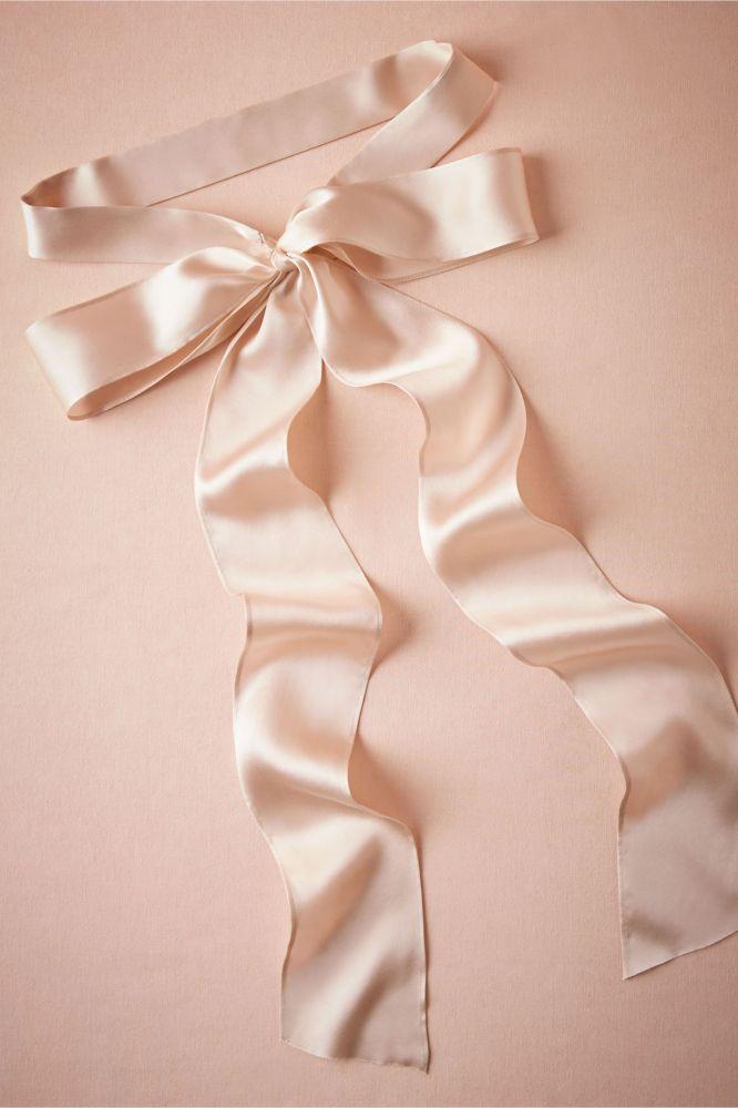 Silk-Ribbon-Sash-666x1000 10 lindas faixas e cintos para noivas