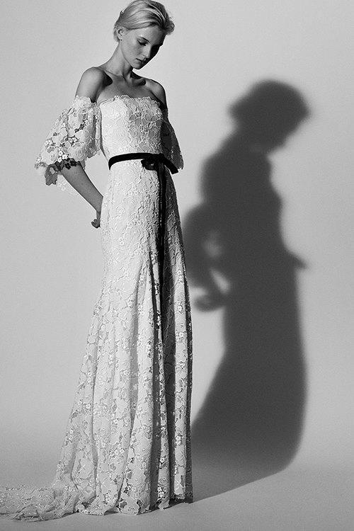 carolina-herrera-spring-2018-bridal-black-and-white Tendências de vestidos de noiva para 2018