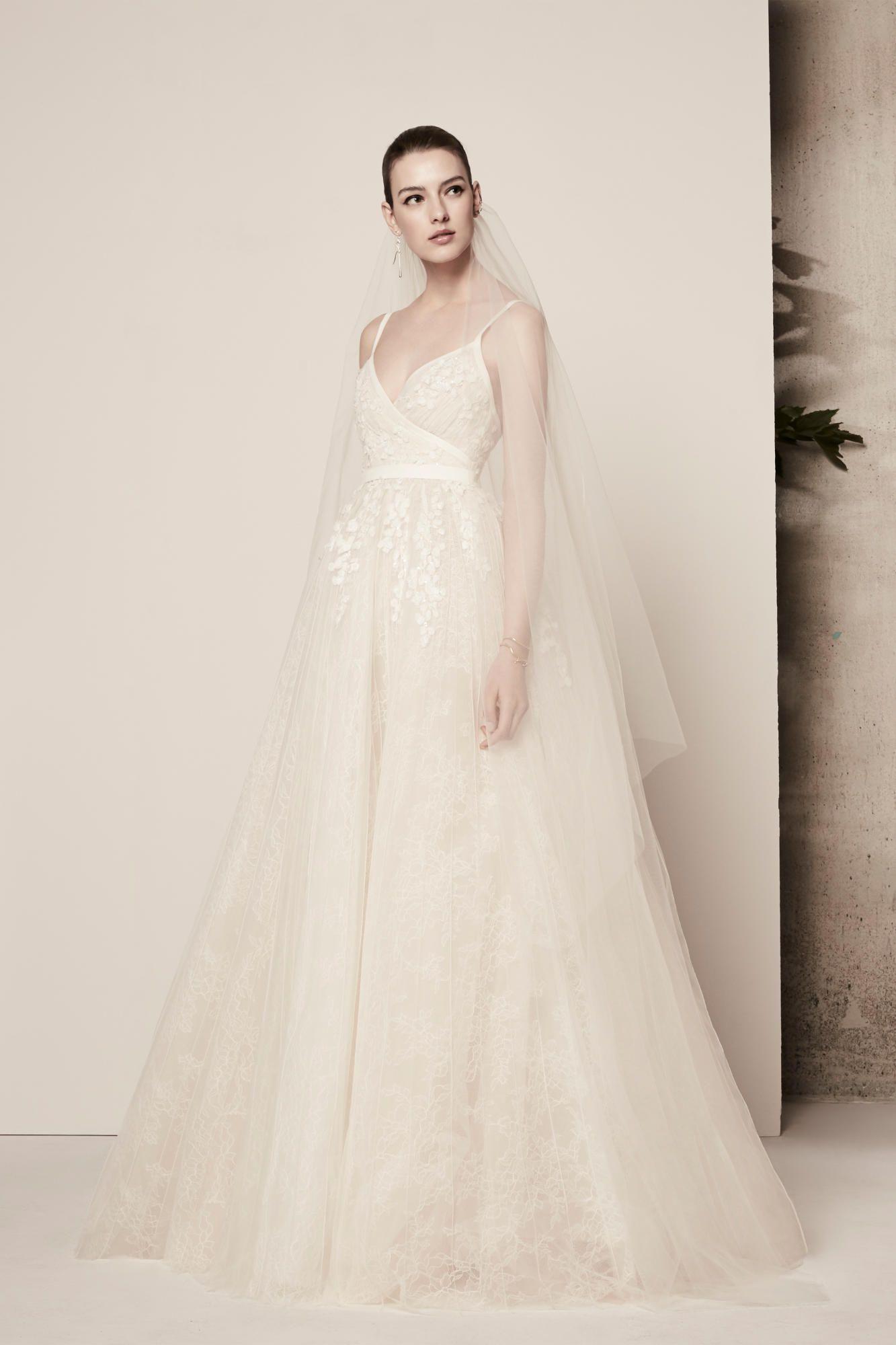 elie-saab-spring-2018-bridal-layers-dress Tendências de vestidos de noiva para 2018