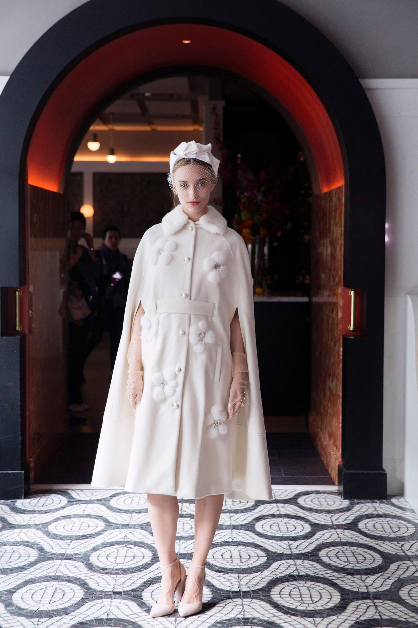 lela-rose-bridal-spring-2018-cape Tendências de vestidos de noiva para 2018