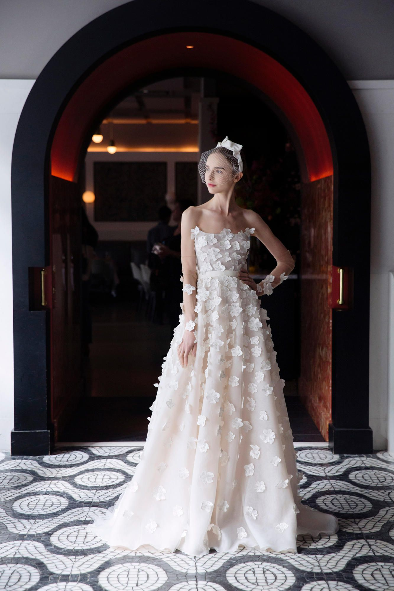 lela-rose-spring-2018-bridal-pink-gown Tendências de vestidos de noiva para 2018
