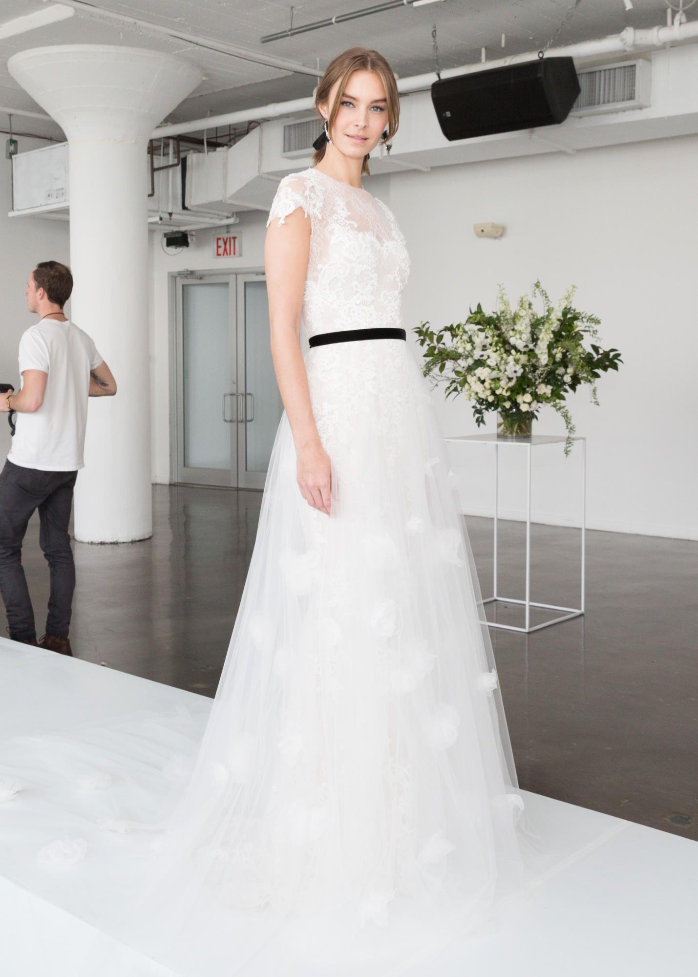 marchesa-bridal-spring-2018-layers-dress Tendências de vestidos de noiva para 2018