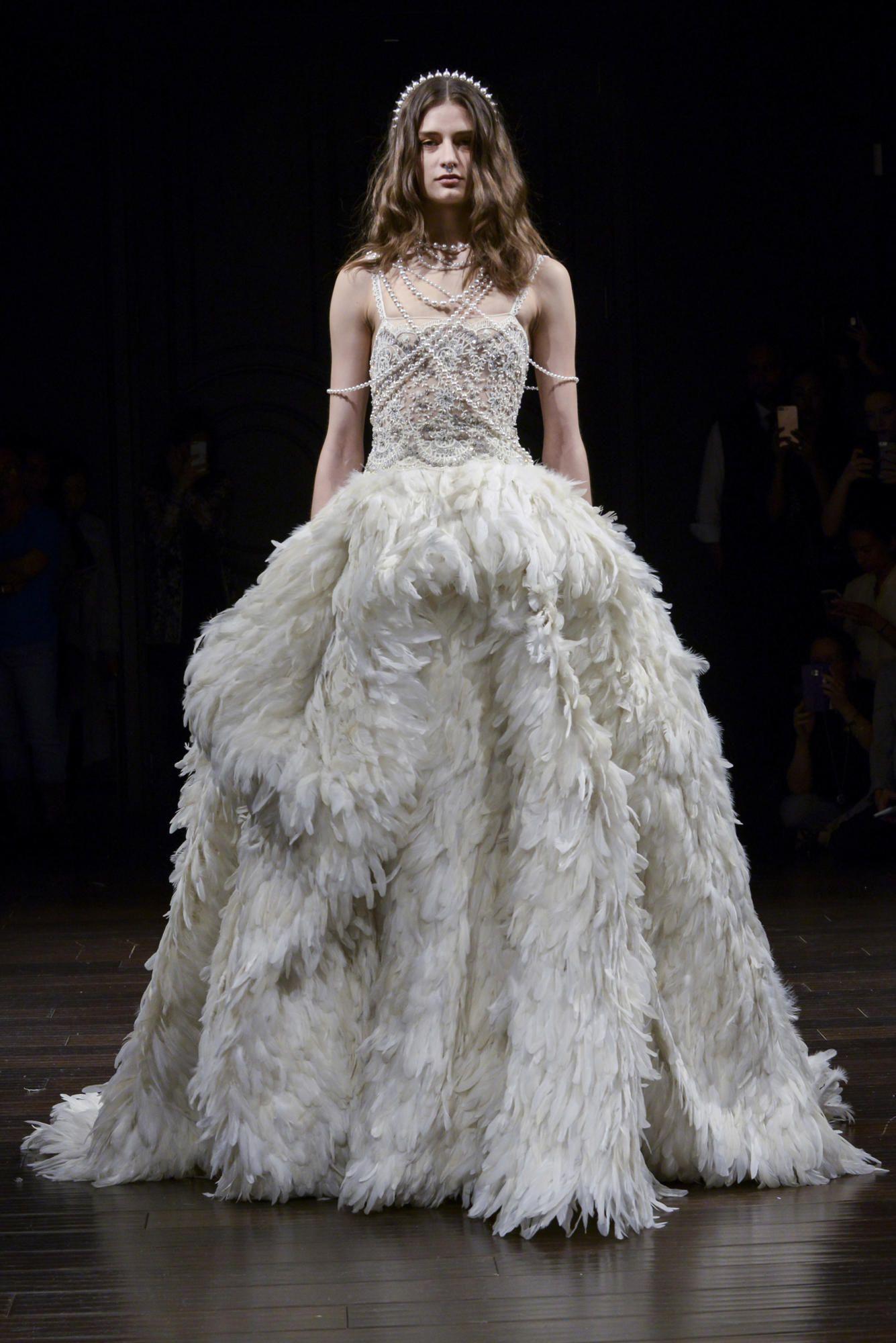 naeem-khan-bridal-spring-2018-deco-gown Tendências de vestidos de noiva para 2018