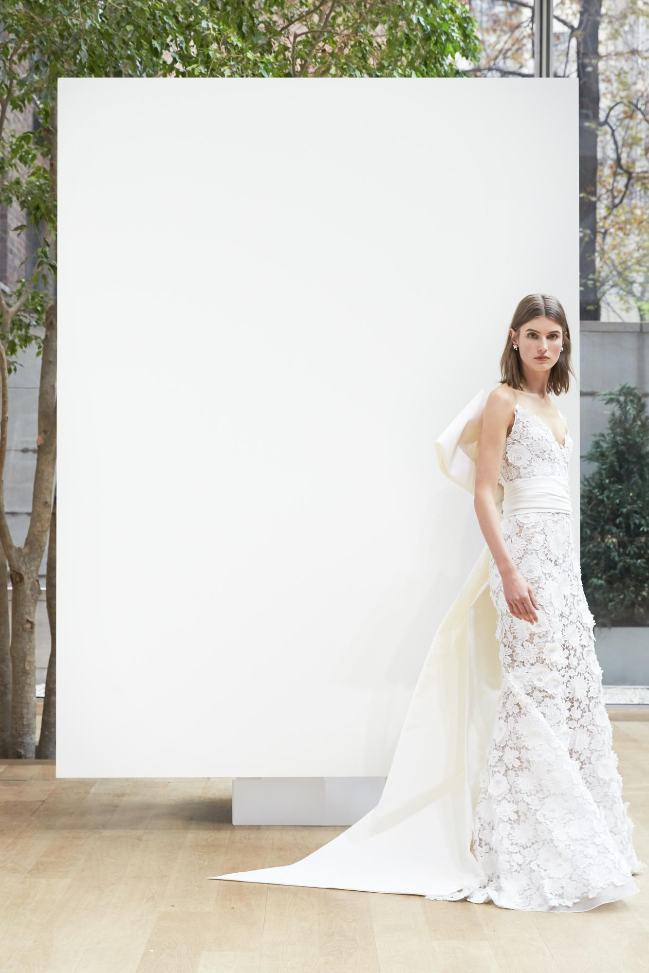 oscar-de-la-renta-bridal-spring-2018-belt-dress Tendências de vestidos de noiva para 2018