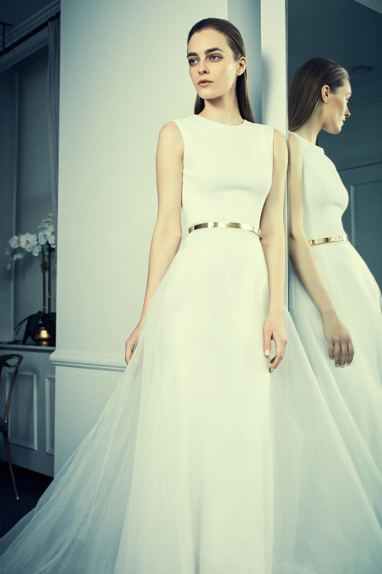 romona-keveza-spring-2018-bridal-gold-belt Tendências de vestidos de noiva para 2018