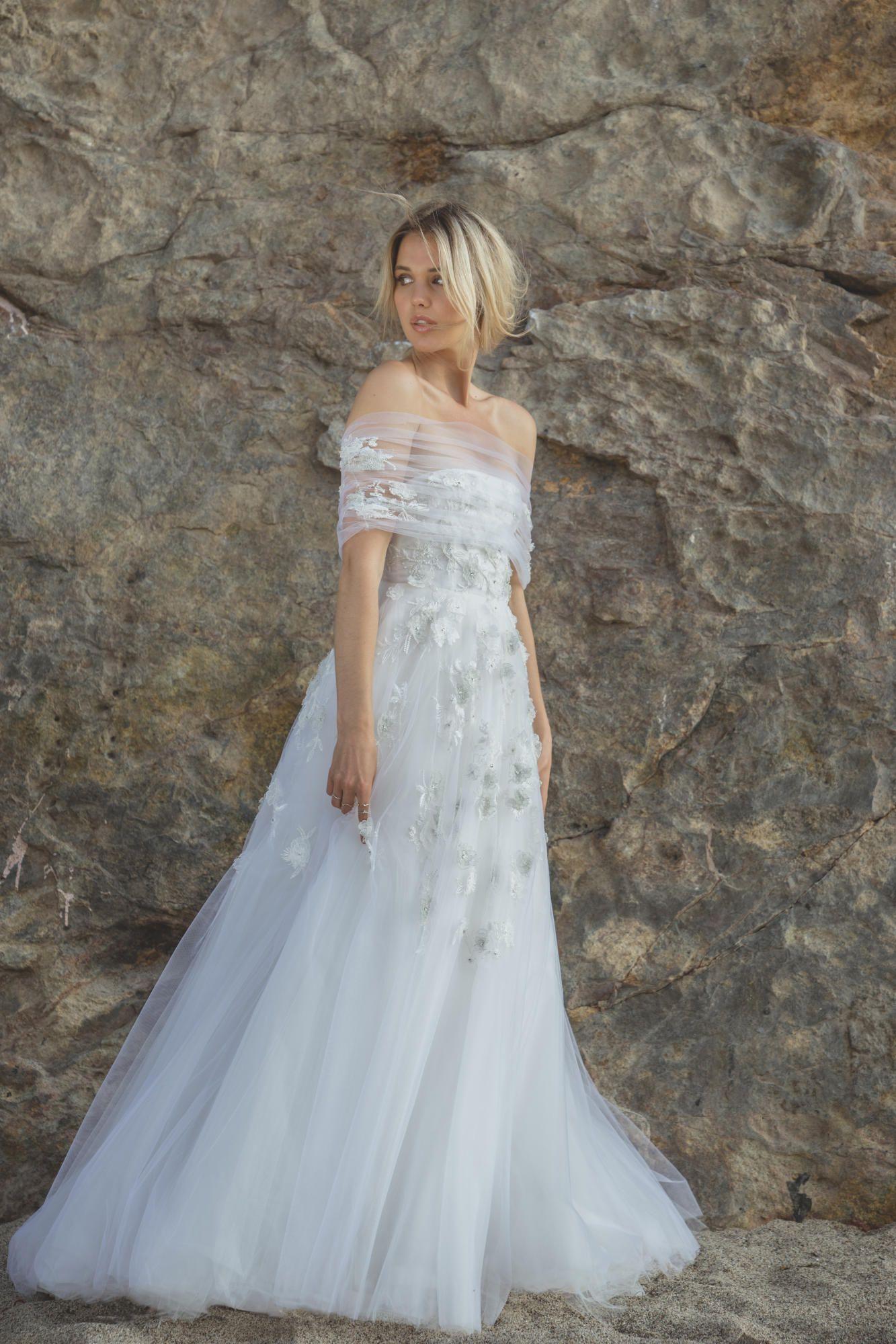 sabrina-dahan-bridal-spring-2017-liliane-dress Tendências de vestidos de noiva para 2018