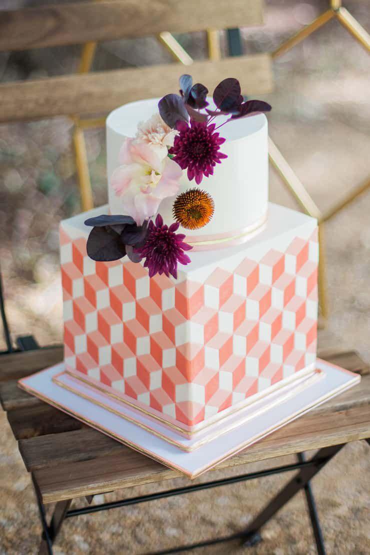 Geometric-Wedding-Inspiration-Burgundy-Gold-Cake Inspiração geométrica em um Lindo MiniWedding