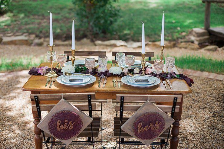 Geometric-Wedding-Inspiration-Burgundy-Gold-Reception-Centrepiece-2 Inspiração geométrica em um Lindo MiniWedding