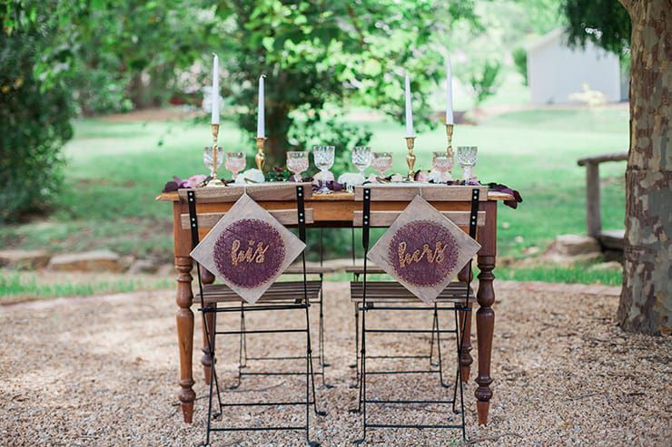 Geometric-Wedding-Inspiration-Burgundy-Gold-Reception-Table Inspiração geométrica em um Lindo MiniWedding