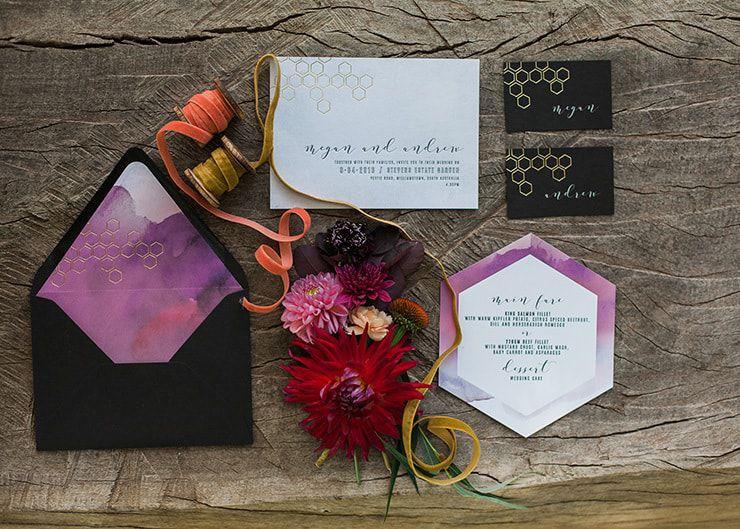 Geometric-Wedding-Inspiration-Burgundy-Gold-Stationery Inspiração geométrica em um Lindo MiniWedding