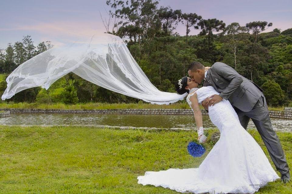 beijo-de-novela Poses para fotos de casamento ao ar livre {pré-wedding e cerimônia}