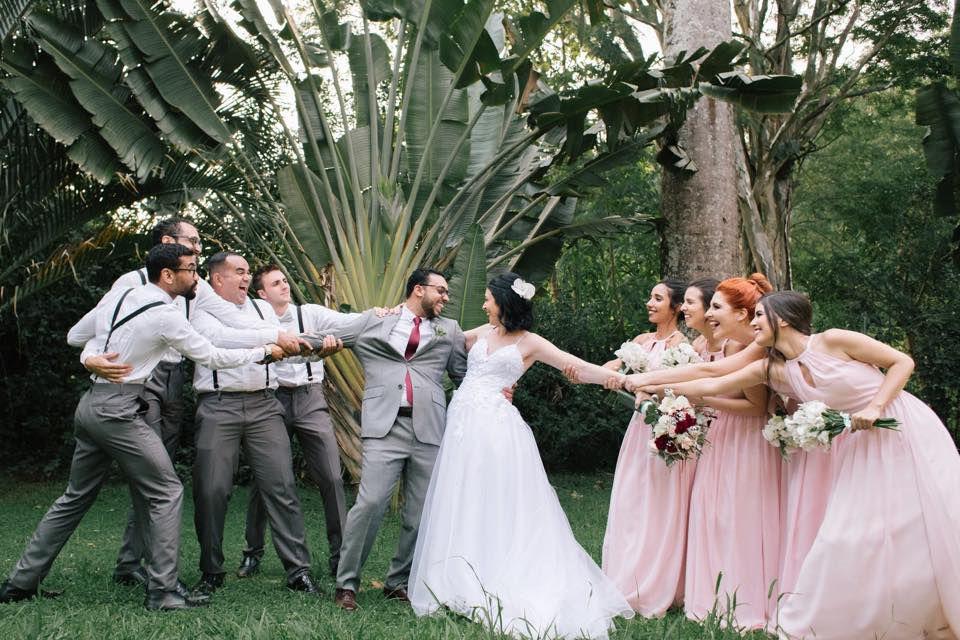 Pose divertida de casamento