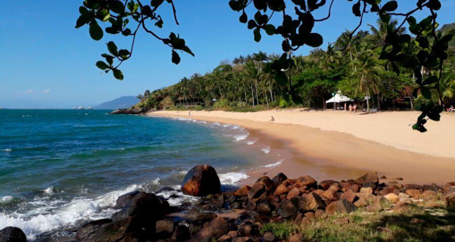 lua-de-mel_ilha-bela_praia-da-feiticeira Um sonho com vista para o mar: dicas incríveis para a sua lua de mel em Ilhabela!