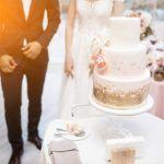 Bolo de casamento o destaque da mesa de doces