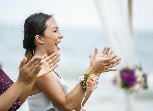convidados-do-casamento-aplaudindo-para-a-noiva-eo-noivo_53876-29302 Quiz para convidados: você sabe o que é?