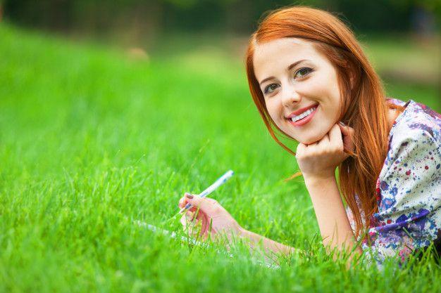 mulher-jovem-e-bonita-com-nota-no-exterior_87910-211 Diário da noiva: motivos para fazer o seu