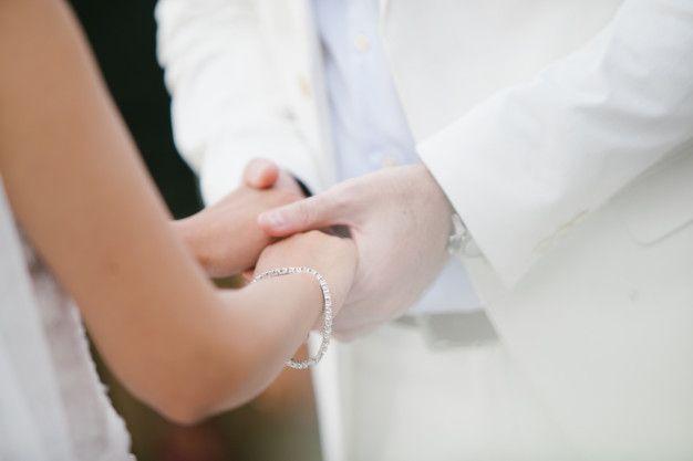 troca-anel-casamento-civil Vestido para casamento civil: tendências para o verão de 2020