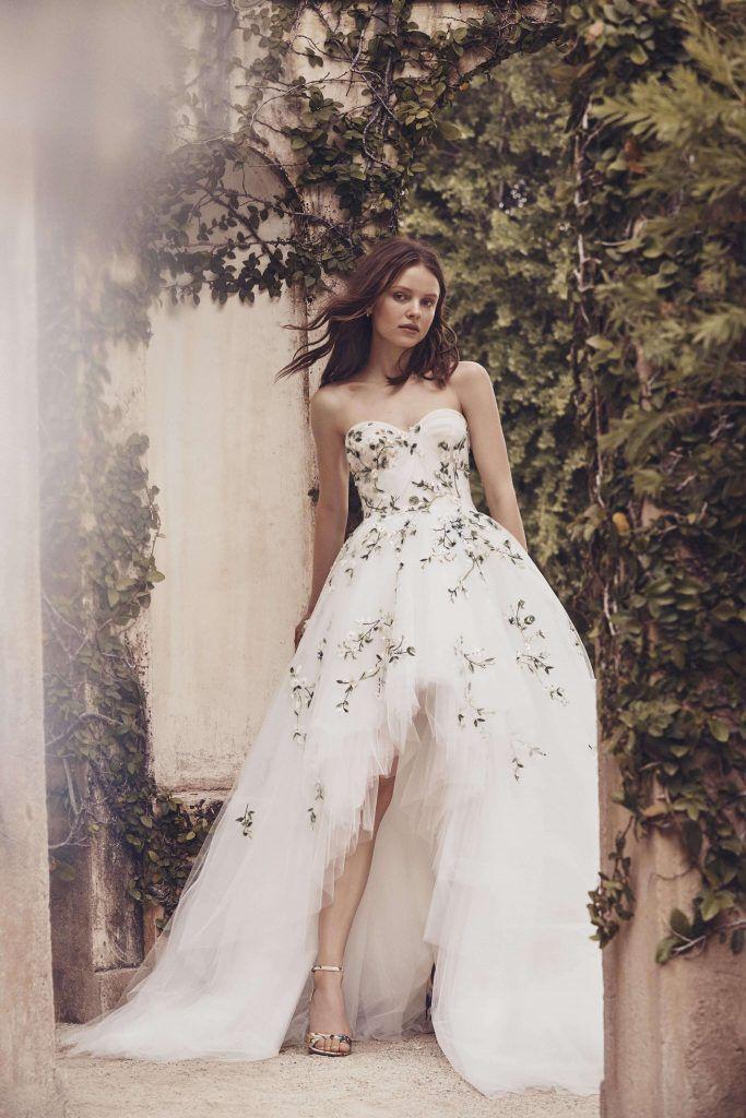 vestidos-casamento-2020_Monique-Lhuillier_assimetrico-683x1024 Primavera e Verão: tendências de vestido de casamento para 2020