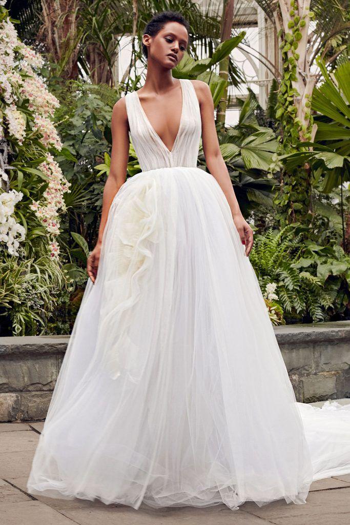 vestidos-casamento-2020_Vera-Wang_leve-683x1024 Primavera e Verão: tendências de vestido de casamento para 2020