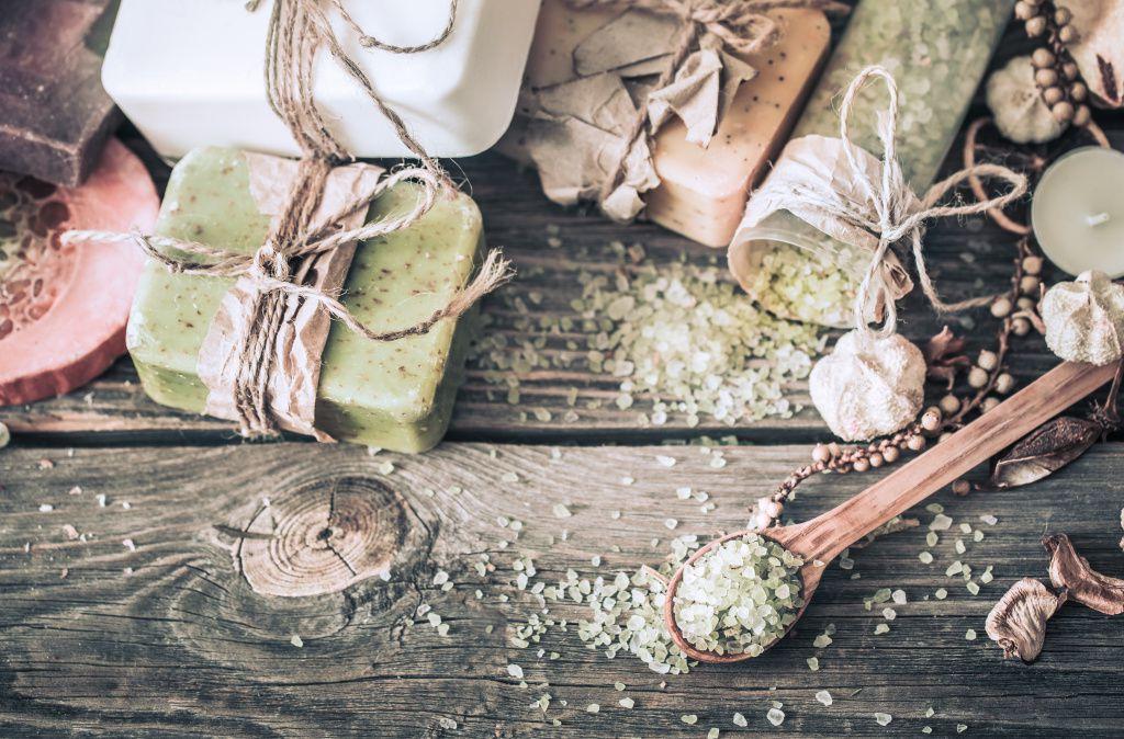 spa-still-life-on-a-wooden-background-1024x674 Como montar uma loja virtual de produtos naturais com pouco dinheiro